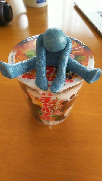 カップ麺食べるときのフチ子さんの使い方